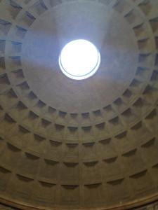 Åbningen i toppen af Pantheon.
